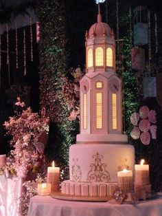 I've been looking for a better picture of this lantern wedding cake for ages. I just love it! #lantern #cake #wedding
