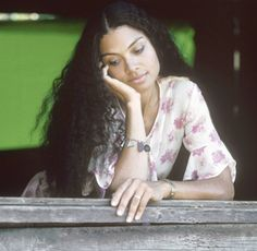 Picture of Amel Larrieux showing off her beautiful long natural hair...it's not a weave.