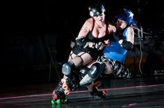 Combat Blonde takes out Dangerous Goods, Reign Valley Vixens home bout. Photo Todd Holbrook