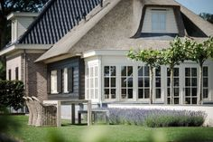 Dit huis in combinatie met de teak tafel en rieten stoelen; een plaatje! ROYAL DESIGN Exclusief Buitenmeubilair