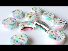 I had so much fun making these baby gender reveal cookies for our family and… Chocolate Dipped Oreos, Chocolate Cookies, Oreo Cookies, White Chocolate, Sugar Cookies, Oreo Molds, Gender Reveal Cookies, Cookie Countess, Edible Gold Leaf