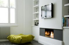 9 Best Modern Fireplace Mantels Design to Warm Your Room Modern Fireplace Mantels, Fireplace Seating, Fireplace Shelves, Bedroom Fireplace, Fireplace Hearth, Fireplace Ideas, Contemporary Fireplace Designs, Modern Contemporary, Modern White Living Room