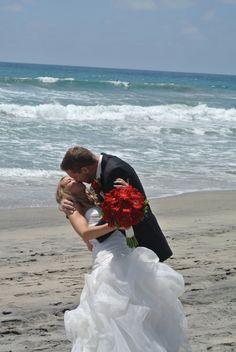 Beach wedding location, San Diego beachfront wedding, the Kiss, 760 722-1866