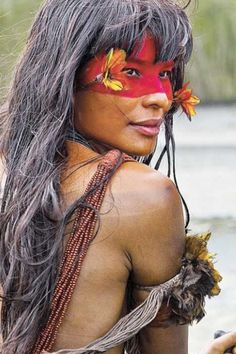 THE NATIVE PEOPLE OF BRAZIL - The bright and beautiful natives of Brazil. In 2007 the National Indian Foundation or FUNAI (a Brazilian governmental protection agency for Indian interests and their culture) reported that it had confirmed the presence of 67 Warrior Princess, Beautiful World, Beautiful People, Beauty Around The World, Portraits, Belleza Natural, World Cultures, Interesting Faces, People Around The World