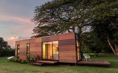 パネルやフレームを組み立てるだけのコンテナハウス。 離島や山奥でも簡単に建てることができるため、別荘やセカンドハウスとして注目を集めている。 「VIMOB」はコロンビアのデザイン会社、Colectivo Creativo Arquitectosが開発したコンテナハウス。 ウッディなパッチワークの外観がおしゃれ