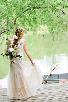 Inspired by the prettiest of driftwood,this shoot fromKristyn HoganandCedarwood Weddingstooka rustic-to-refinedconcept and turned it into the loveliest wedding inspiration.And I'm loving every single inch of it. As driftwood isworn, tumbled and beaten by the waves—thesoft, elegant and curvy result is