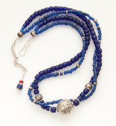 Collier  Argent tibétain sur cobalt indonésien par AnnBrooksStudio