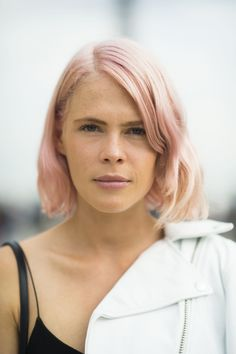 What do you wear with pastel pink hair? A matching lip color, of course. #pfw #streetstyle #beauty