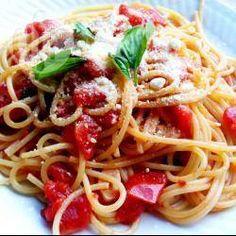Pasta Pomodoro Recept New Ideas Pasta Al Pomodoro, Spaghetti Recipes, Pasta Recipes, Cooking Recipes, Good Healthy Recipes, Healthy Meal Prep, Tomato Pasta Recipe, Salsa Picante, Al Dente