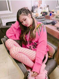 blackpink in your area rosé Kpop Girl Groups, Korean Girl Groups, Kpop Girls, Blackpink Jisoo, Blackpink Jennie, K Pop, Foto Rose, Black Pink ジス, Blackpink Photos