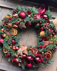 Come On Handmade Christmas Flower Decorations, Christmas Arrangements, Xmas Wreaths, Christmas Flowers, Christmas Tablescapes, Noel Christmas, Christmas Centerpieces, Winter Christmas, Christmas Crafts