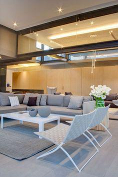 House Sar by Nico van der Meulen Architects