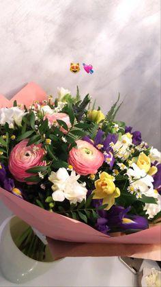 Cute Love Couple, Fake Photo, Flower Tattoo Designs, Couple Pictures, Instagram Story, Flower Arrangements, Floral Wreath, Bouquet, Wreaths