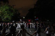 5º Grande Ato Contra a Tarifa (27/01/2015) -- 21h07 5o. Grande Ato #ContraTarifa. SP. Saindo da marginal, todos os postes apagados!! pic.twitter.com/s8XkfFNh1W @cmi_saopaulo (via @MANIFESTACAO_SP)
