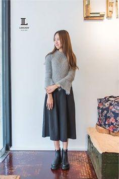 以舒適柔軟的 Aunt Sally 皮革製作的 2976拉鏈靴 簡潔利落沒有鞋帶設計 穿起來時尚時尚最時尚 Dr. Martens
