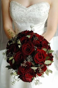 9 Enchanting Inspirational Winter Wedding Bouquet Ideas - Snowy White Bouquet - Red roses winter wedding flowers Looking for inspiration for your winter wedding bouquet? We've gathered 9 enchanting bouquet ideas to inspire you! Wedding Flower Guide, Red Bouquet Wedding, Red Rose Bouquet, Winter Wedding Flowers, Bridal Flowers, Wedding Colors, Bride Bouquets, Winter Weddings, Wedding Ideas