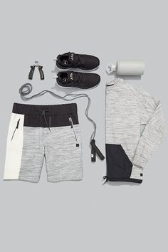 Essentials . Conjunto moleton bermuda e camiseta cinza