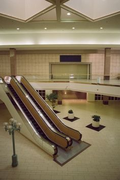"""cupertino, california ig: phdonohue """" This mall is pretty much abandoned except for the Benihana and some people's office space (imagine the big store windows but seeing someone's desks and computers. Abandoned Malls, Abandoned Places, Dead Malls, Weird Dreams, Retro Aesthetic, Vaporwave, Stranger Things, My Dream, Interior Design"""