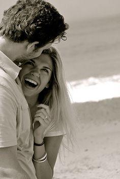 #Laugh www.mundoligue.com es la mejor red social para conocer gente nueva cada día, con la que compartir amistad, relaciones o vivir nuevas experiencias.