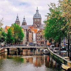 Classic Amsterdam canal ✨ courtesy of @mary_quincy.