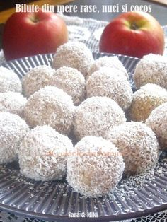 Bilute din mere rase, nuci si cocos un mod rapid si sanatos de a va face copii sa manance mere. Este un desert natural, iar daca va antrenati copii si la pregatirea lui, va fii si mai distra… Raw Vegan Recipes, Healthy Recipes, Baby Dishes, Good Food, Yummy Food, Sports Food, Romanian Food, Raw Food Diet, Sugar Detox