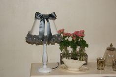 lampe shabby chic romantique en tissus : Luminaires par d-ombres-et-de-lumiere