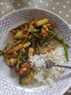 Easy Recipe for Cashew Chicken and Stir Fry Veg in an Oyster Sauce. Perfect for a Mid Week Family Dinner. Contains Nuts and Soy. Cashew Chicken, Oyster Sauce, People Eating, Yum Yum Chicken, Kid Friendly Meals, Oysters, Gluten Free Recipes, Dairy Free, Easy Meals