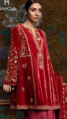 Pakistani Formal Dresses, Pakistani Fashion Party Wear, Pakistani Dress Design, Pakistani Outfits, Indian Dresses, Indian Outfits, Embroidery Suits, Embroidery Fashion, Beaded Embroidery