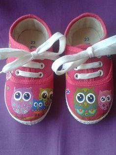 zapatillas pintadas a mano. búhos.