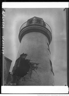 Phare de Scarborough [Grande-Bretagne, trou au milieu du phare] : [photographie de presse] / [Agence Rol]
