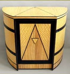 This table was designed to display a Art Deco Figurine pictured below. The idea of the table was to pick up elements of the Art Deco era and to… Art Deco Decor, Art Deco Stil, Art Deco Home, Art Deco Design, Art Deco Period, Art Deco Era, Deco Retro, Retro Vintage, Art Et Architecture