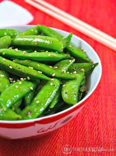 This stir-fry recipe only takes 5 minutes to cook bright green, tender Perfectly Seasoned Sugar Snap Peas! The Foodie Affair(Vegan Easy Stir Fry) Pea Recipes, Healthy Recipes, Side Dish Recipes, Vegetable Recipes, Recipes Dinner, Corn Recipes, Quick Recipes, Healthy Meals, Chicken Recipes