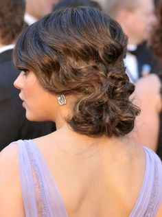 Pin for Later: Endless Gorgeous Celebrity Wedding Hair Ideas Wedding Hairstyles: Updos Learn how to re-create Mila's waved chignon with tips from stylist Mara Roszak. Dinner Hairstyles, Cool Short Hairstyles, Short Hair Updo, Bride Hairstyles, Vintage Hairstyles, Beautiful Hairstyles, Hairstyles Haircuts, Hairstyle Ideas, Hairdo Wedding