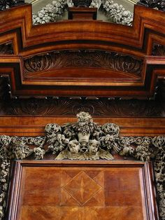 Grinling Gibbons' impossible wood carving at Trinity College, Oxford