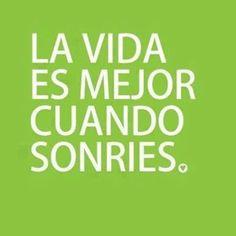 Frases español vida sonríe