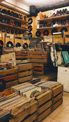 – Specialists in Buying, Selling & Collecting Rare & Vintage Vinyl Records, Albums, LPs, CDs & Music Memorabilia Music Aesthetic, Brown Aesthetic, Aesthetic Collage, Aesthetic Vintage, Aesthetic Drawings, Aesthetic Girl, Aesthetic Clothes, Aesthetic Stores, Photo Wall Collage