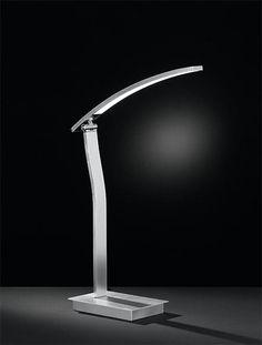 Lámpara LED de sobremesa fabricada en metal y acrílico con tecnología LED integrada. Ideal para iluminar tu hogar.