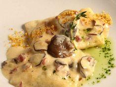 Raviolis de setas de cardo, jugo de ibéricos y polvo de kikos . Reserva online en EligeTuPlato.es