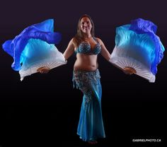 Photo danseuse orientale. Séance photo baladi 2014.  Mélanie Baladi photographie avec éventails voile. Bellydancer picture. Belly dance image 2014. Mélanie Baladi picture with fan veil. #melaniebaladi #evantailvoile #fanveil #baladi #bellydance