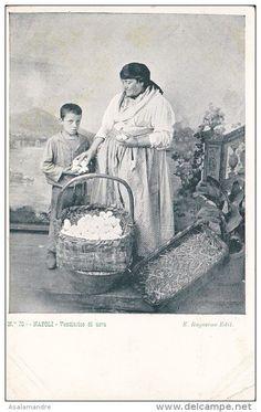 ITALIE – NAPOLI – Venditrice di uova Année:1890/1900 /