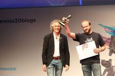 Medio Ambiente: César-Javier Palacios, periodista, naturalista, geógrafo y columnista en 20minutos, entrega el premio al blog Productor de Sostenibilidad. Recoge el galardón Alberto Vizcaíno López, @alvizlo, su autor. (JORGE PARÍS)  Ver más en: http://www.20minutos.es/fotos/actualidad/ganadores-de-la-xi-edicion-de-los-premios-20blogs-13089/?imagen=13#xtor=AD-15&xts=467263