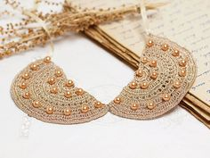 Crochet Collar Bib Necklace in Beige with Pearls by PinaraDesign