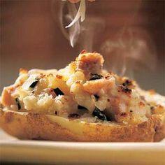 Ham and Swiss loaded potatoes? Yes please! #makeitswiss #comfortfood #nomnomnom