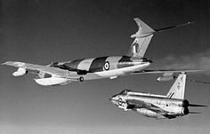 English Electric Lighting interceptors refueling from Handley Page Victor two-point tanker aircraft. Fighter Aircraft, Fighter Jets, Vickers Valiant, Handley Page Victor, V Force, Avro Vulcan, Jet Plane, Royal Air Force, Aviation Art