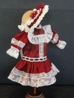 http://www.georgettebravot.com/contents/fr/p1242_robe_pour_poupee_bleuette.html