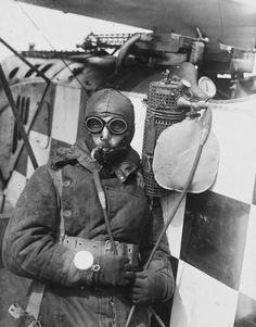 guns-gas-trenches:   Gotha Pilot with oxygen generator attached...