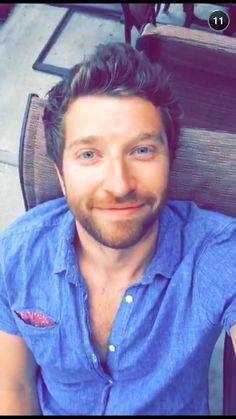His smile ❤️ Brett Eldredge ❤️