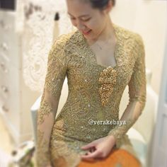 Details… #fitting #kebaya #lace #beads #swarovskicrystals #throwback #handmade #weddingdress #verakebaya ❤️❤️❤️ (di Rumah Kebaya Vera Anggraini)