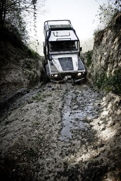 Land Rover Defender 90 Td5 Sw adventure sports and entertainment... Split in mud. I enjoy with!