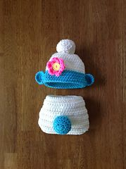 Newborn Hat and Diaper Set pattern by Terree Lowe - crochet Crochet Baby Cocoon, Crochet Baby Clothes, Newborn Crochet, Crochet Baby Hats, Crochet Beanie, Baby Knitting, Booties Crochet, Baby Kostüm, Baby Kind